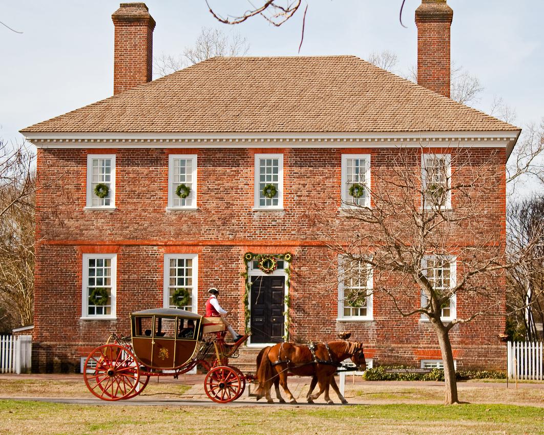 Colonial Williamsburg at Christmastime via foobella.blogspot.com