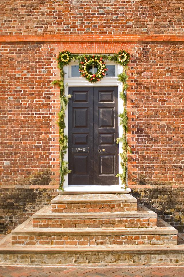 Christmas door decor at Colonial Williamsburg George Wythe House via foobella.blogspot.com