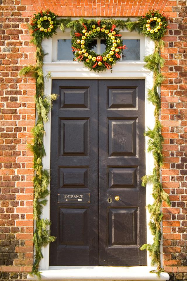 Christmas door decorations at Colonial Williamsburg via foobella.blogspot.com